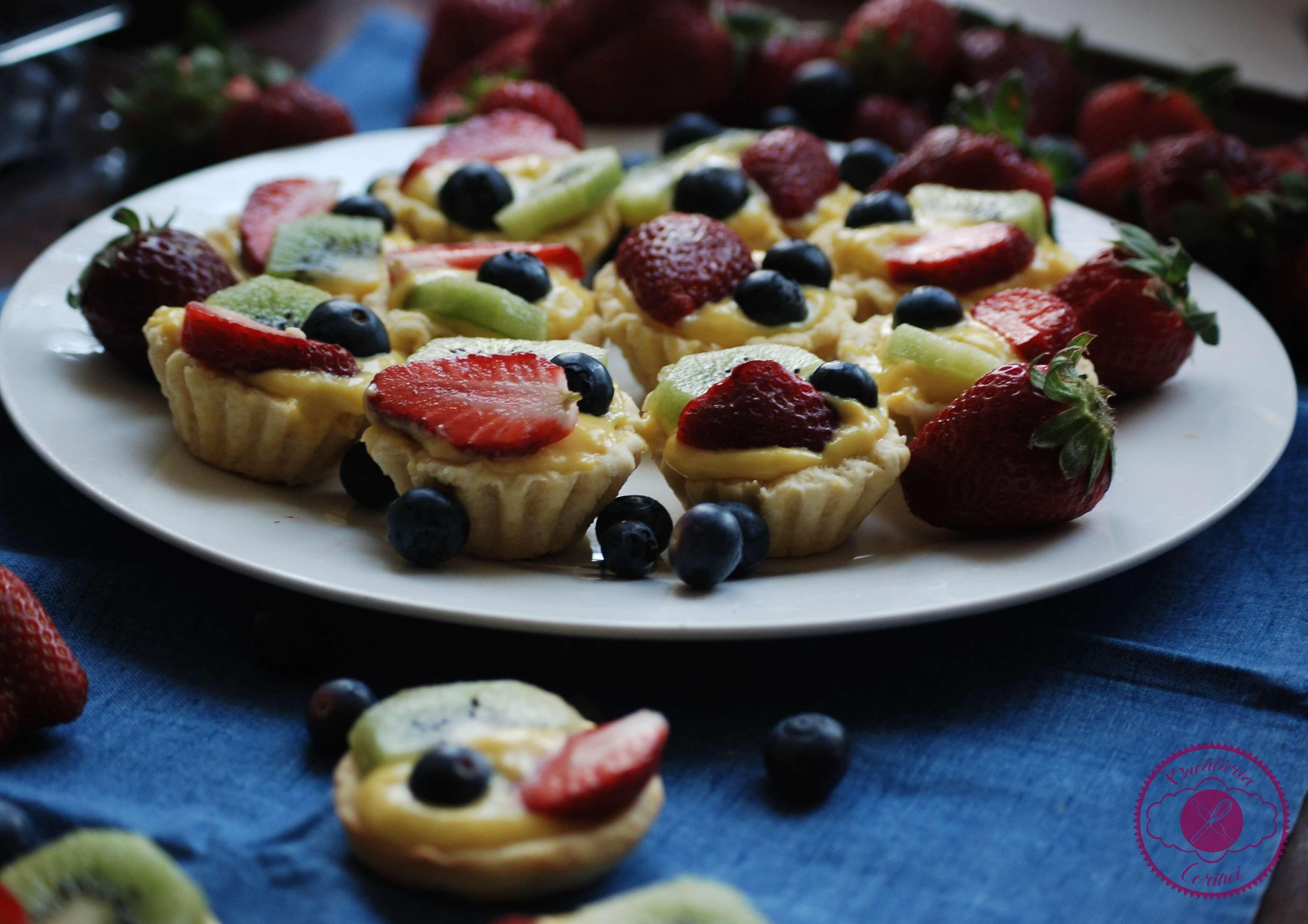 Mini tarte cu crema de vanilie si fructe