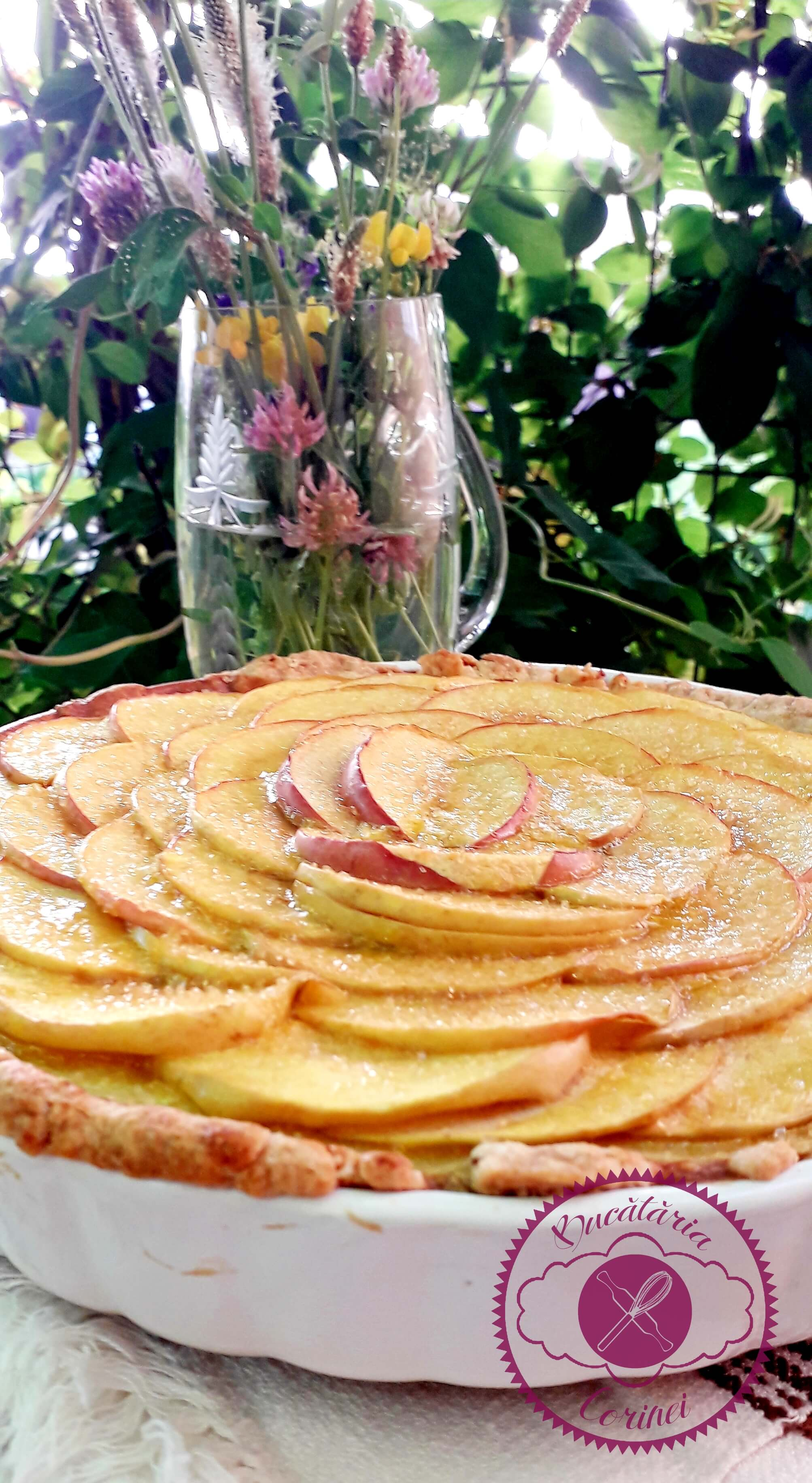 Tarta cu crema de vanilie si mere