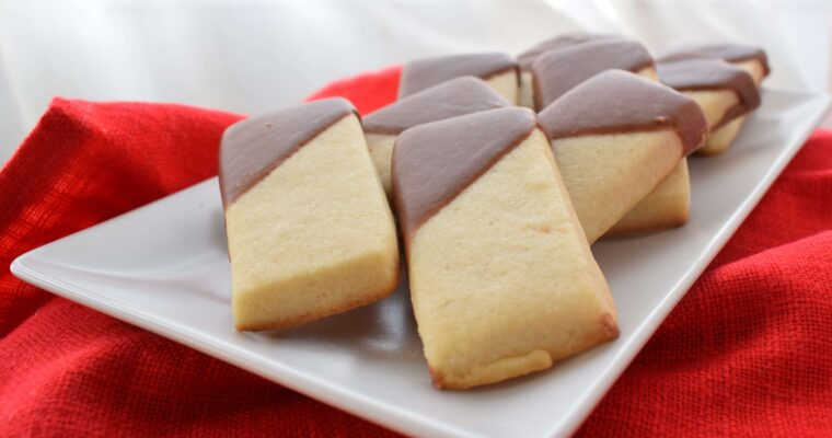 Biscuiti cu unt si ciocolata (Chocolate shortbread cookies)
