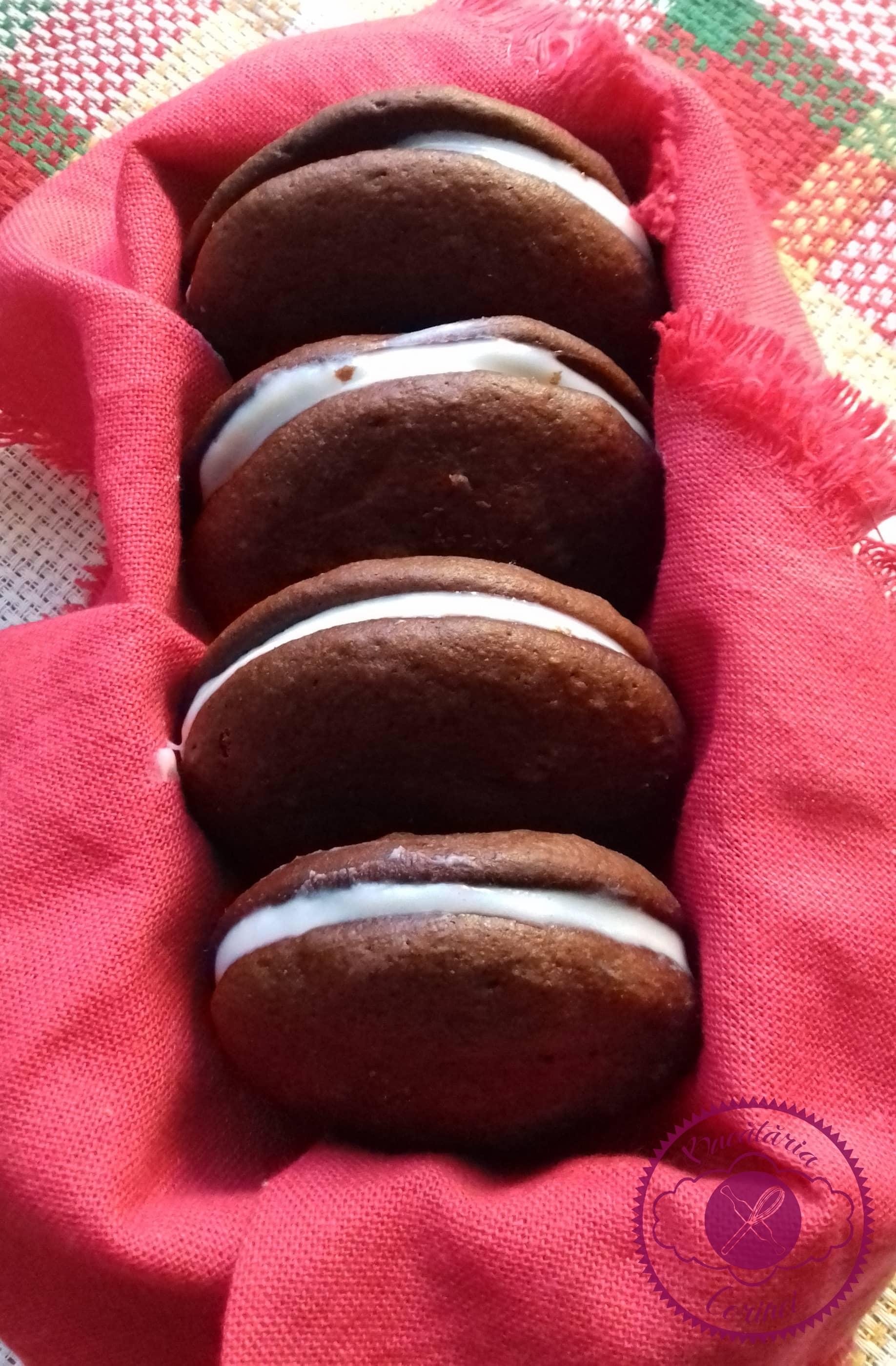 Whoopie pies (Biscuiti pufosi de ciocolata)