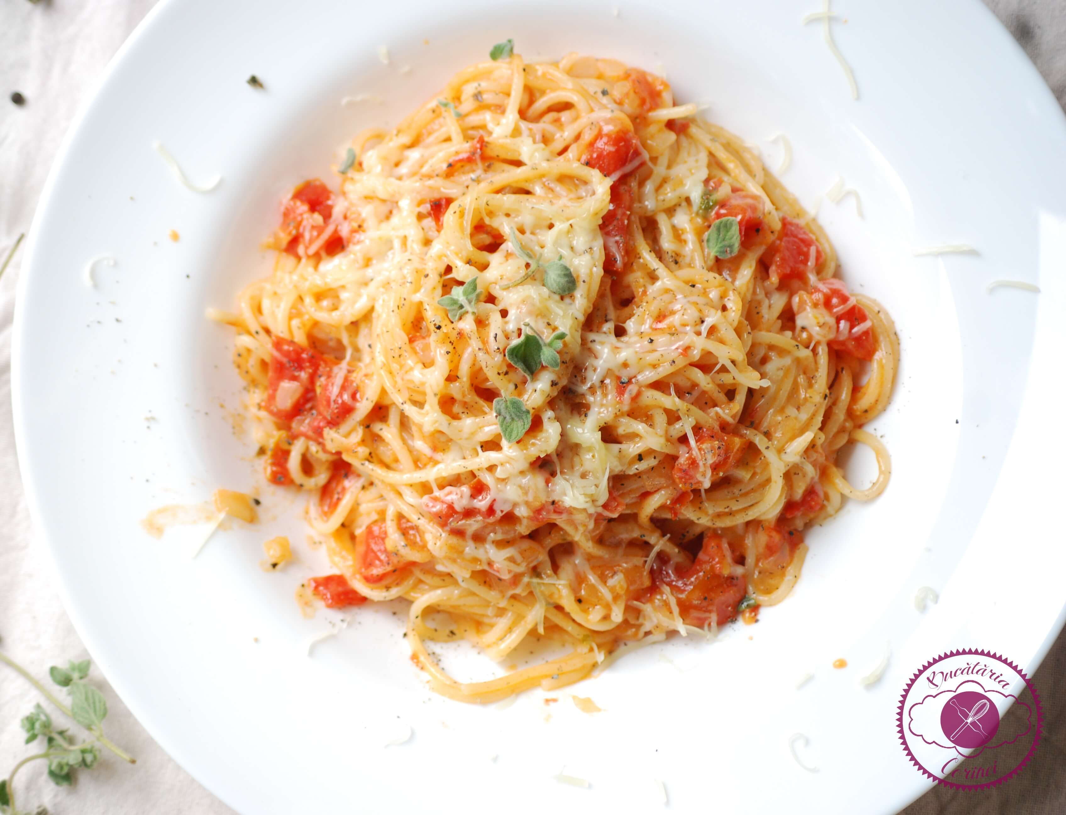 Spaghetti cu rosii si usturoi