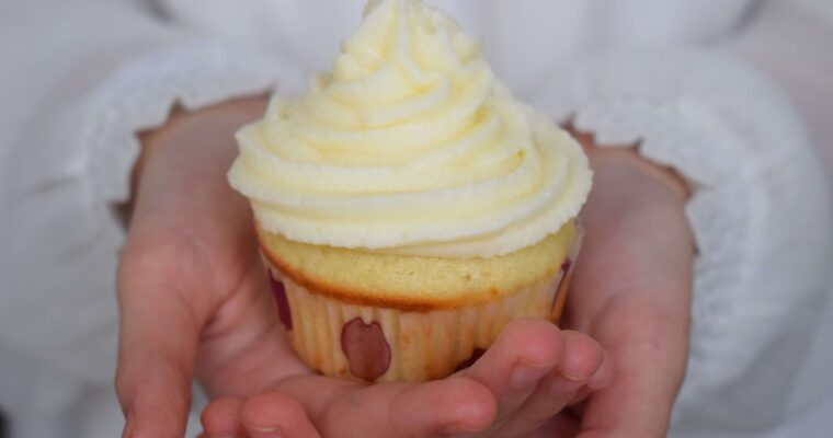Cupcakes cu vanilie si crema de branza